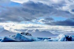 Smeltende ijsbergen bij Jokulsarlon-lagune, IJsland Royalty-vrije Stock Foto