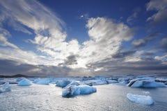 Smeltende ijsbergen bij Jokulsarlon-lagune, IJsland Royalty-vrije Stock Fotografie