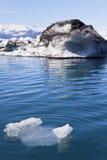 Smeltende Ijsbergen in Jokulsarlon Lagune, IJsland Stock Afbeelding