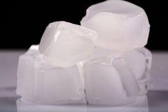 Smeltende ijsblokjes Royalty-vrije Stock Afbeeldingen