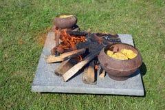 Smeltende was in middeleeuws festival stock foto