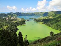 Smeraldo e Sapphire Volcanic Lagoon fotografia stock libera da diritti