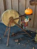 Smerigliatrice antica Wheel a tempo di raccolto Immagini Stock