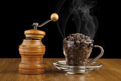 Smerigliatrice e una tazza di caffè Fotografie Stock