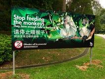 Smetta di alimentare alle scimmie l'insegna Immagini Stock Libere da Diritti