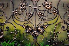 Smidesjärnportar, dekorativt smide, falsk beståndsdelnärbild arkivfoto
