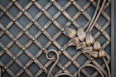 Smidesjärnportar, dekorativt smide, falsk beståndsdelnärbild arkivbild
