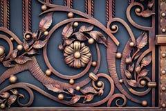 Smidesjärnportar, dekorativt smide, falsk beståndsdelnärbild arkivbilder