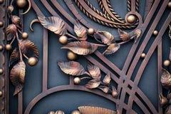 Smidesjärnportar, dekorativt smide, falsk beståndsdelnärbild fotografering för bildbyråer