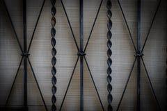 Smidesjärnportar, dekorativt smide, falsk beståndsdelnärbild arkivfoton