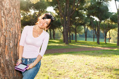 Smile brunette woman reading her ebook Royalty Free Stock Photo