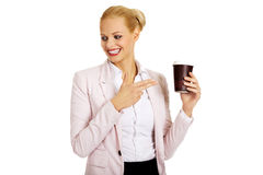 Smile business woman pointing for paper cup.  Royalty Free Stock Photos