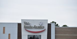 The Smile Center Sign, Southaven, Mississippi. Joseph K Shleweet,DDSThe Smile Center has dental offices located in the towns of Clarksdale and Southaven stock images