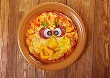 Smiley смотрел на пиццу Стоковые Изображения