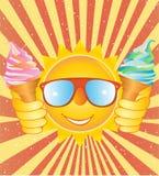 Smiley allegro con il gelato su un backgr d'annata Fotografia Stock Libera da Diritti