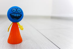 Smiley blu sul pavimento fotografia stock libera da diritti