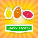 Smiley Easter Eggs en Gelukkige Pasen-groet op een wolk Royalty-vrije Stock Fotografie