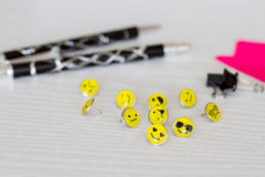 Smiley Face Emoticon Push Pins retro foto de stock royalty free