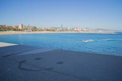 Smiley Face na borda com opinião do mar, Barcelona, Espanha fotos de stock