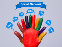 Smiley felizes coloridos do dedo com sinal social da rede e como Imagens de Stock