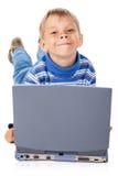 Smiley Five Years Old Boy com portátil imagem de stock royalty free