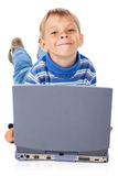 Smiley Five Years Old Boy mit Laptop Lizenzfreies Stockbild