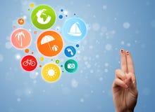 Smiley gais de doigt avec l'icône colorée de bulle de voyage de vacances images stock