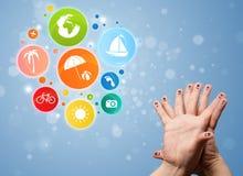 Smiley gais de doigt avec l'icône colorée de bulle de voyage de vacances Photo libre de droits