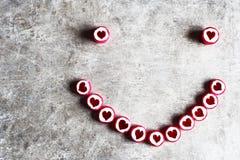 Smiley gemacht von den Herzsüßigkeiten Lizenzfreie Stockfotografie