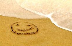 Smiley heureux sur une plage Photo stock