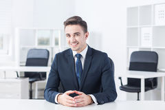 Smiley jonge mens stock foto