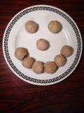 Smiley van vleesballetje Het voedsel maakt ons gelukkig De ruimte van het exemplaar royalty-vrije stock foto's