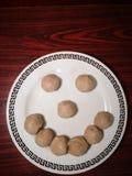 Smiley van vleesballetje Het voedsel maakt ons gelukkig De ruimte van het exemplaar stock foto