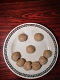 Smiley van vleesballetje Het voedsel maakt ons gelukkig De ruimte van het exemplaar stock afbeelding