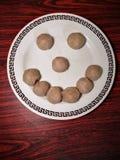 Smiley van vleesballetje Het voedsel maakt ons gelukkig De ruimte van het exemplaar stock afbeeldingen