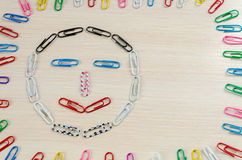Smiley von Heftklammern Verschiedene Gefühle stockbilder