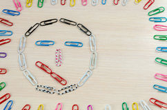 Smiley von Heftklammern Verschiedene Gefühle lizenzfreie stockfotos