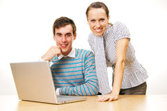 Smiley young people with laptop Royalty Free Stock Photos
