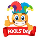 Smileygesicht in einem Spaßvogelhut lächelt weit und hält ein rotes Band auf einem weißen Dummkopf ` s Tag lizenzfreie abbildung