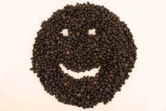 Smileygesicht gemacht von den Kaffeebohnen stockfotos