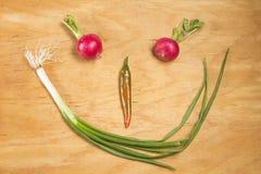 Smileygesicht aus Gemüse heraus Stockfotos