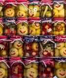 Smileygroenten in het zuur in een kruik stock foto's