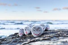 Smileys på kiselstenar Fotografering för Bildbyråer