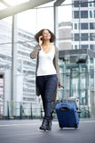 Smiling african american travel woman Royalty Free Stock Photos