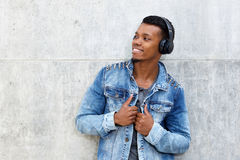 Smiling african man listening to music on wireless headphones Stock Photography