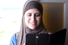Smiling arab muslim woman with tablet Royalty Free Stock Photography