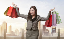 Smiling asian business woman with many shopping bag Royalty Free Stock Photography