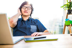 Smiling asian businessman listening to music Royalty Free Stock Photography