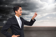 Smiling asian businessman pointing Royalty Free Stock Photography