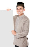 Smiling asian muslim man holding blank board Stock Photography